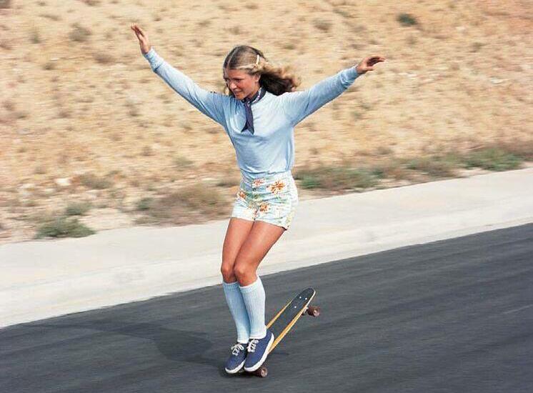 skateboard girl - forever young