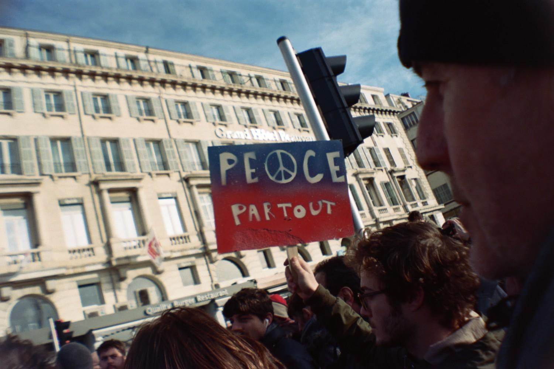 Marseille est Charlie / Peace Partout - Sardina Lomography x Kodak Portra 500