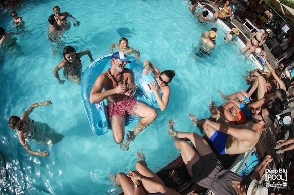 Deep Blu Pool Radisson Marseille 2