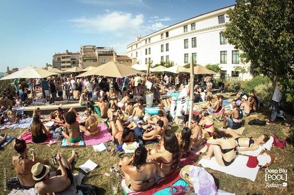 Deep Blu Pool Radisson Marseille 4