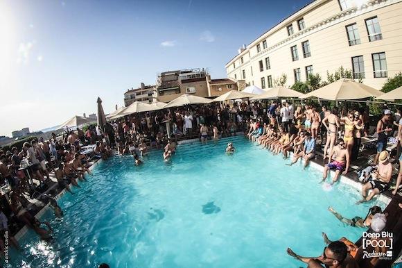 Deep Blu Pool Radisson Marseille 6